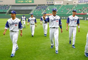2003년에 선수들이 '승리의 유니폼'을 입은 모습 2003년에 선수들이 '승리의 유니폼'을 입은 모습